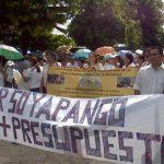 Los empleados de la PGR marchan hacia la Asamblea Legislativa. FOTO EDH Mauricio Cáceres.