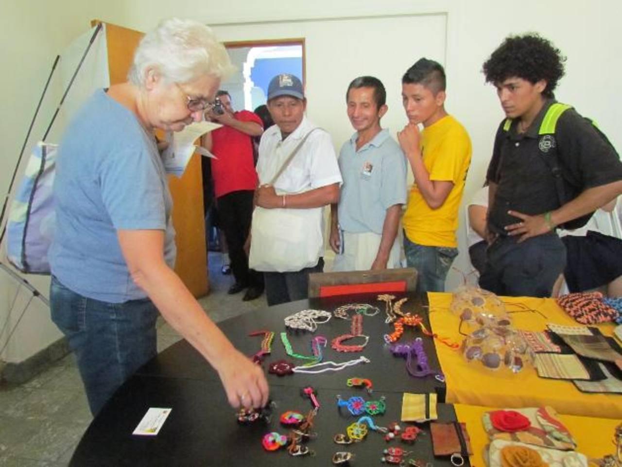 Personas particulares aplaudieron la iniciativa y la creatividad. Foto EDH / Mauricio Guevara