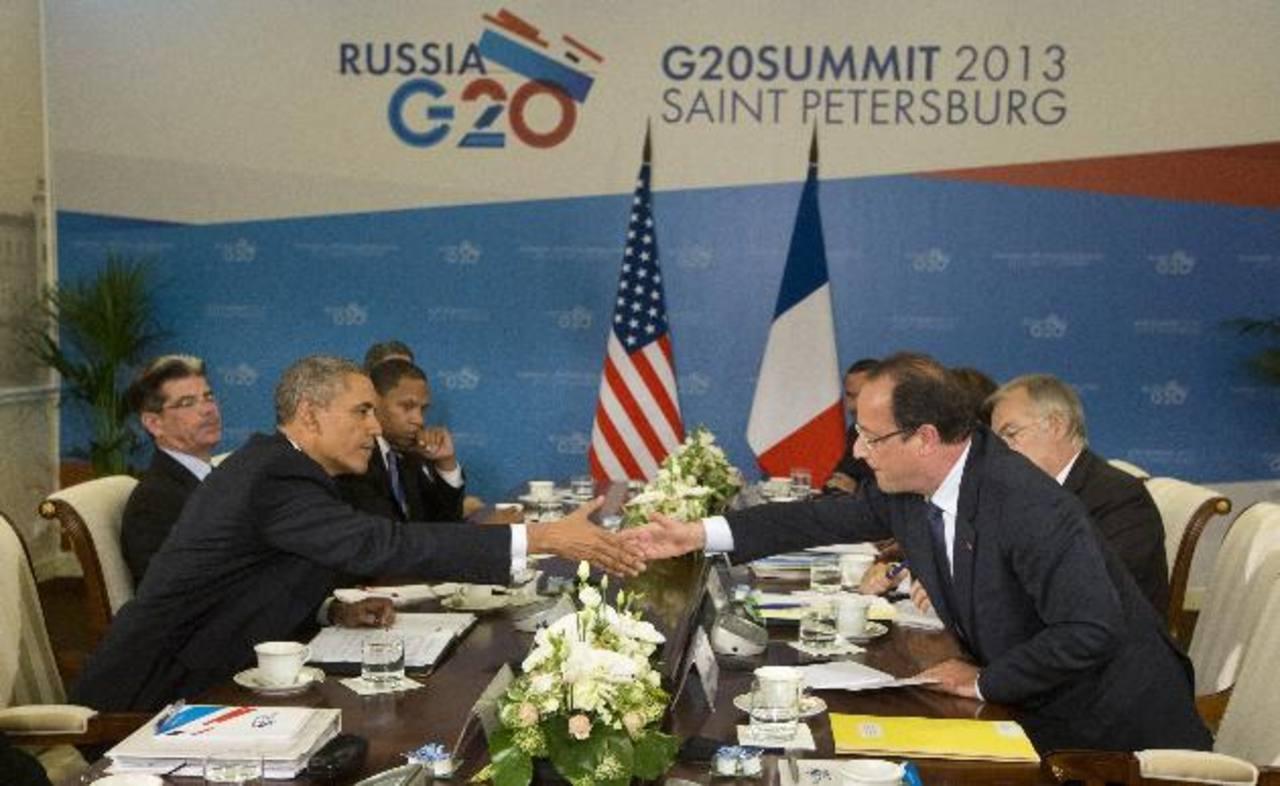 Barack Obama y Francois Hollandeestrechan sus manos ayer durante la reunión bilateral en la Cumbre del G20. Fracia es uno de los que apoya la incursión de EE. UU. en Siria. foto edh /AP