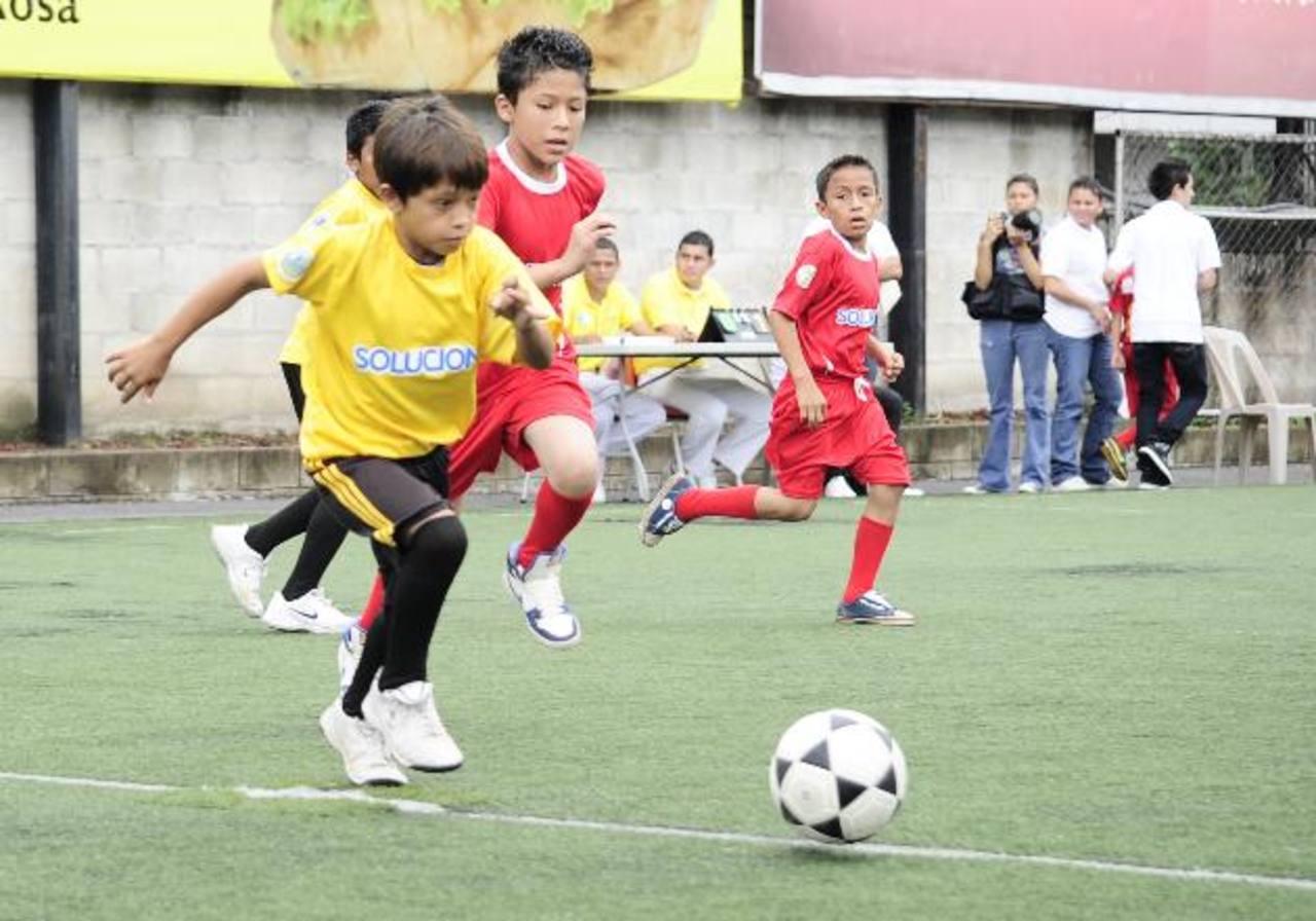 El ambiente fue de entusiasmo y compañerismo. Niños y jóvenes disfrutaron de un buen momento. Fotos EDH / jorge reyes