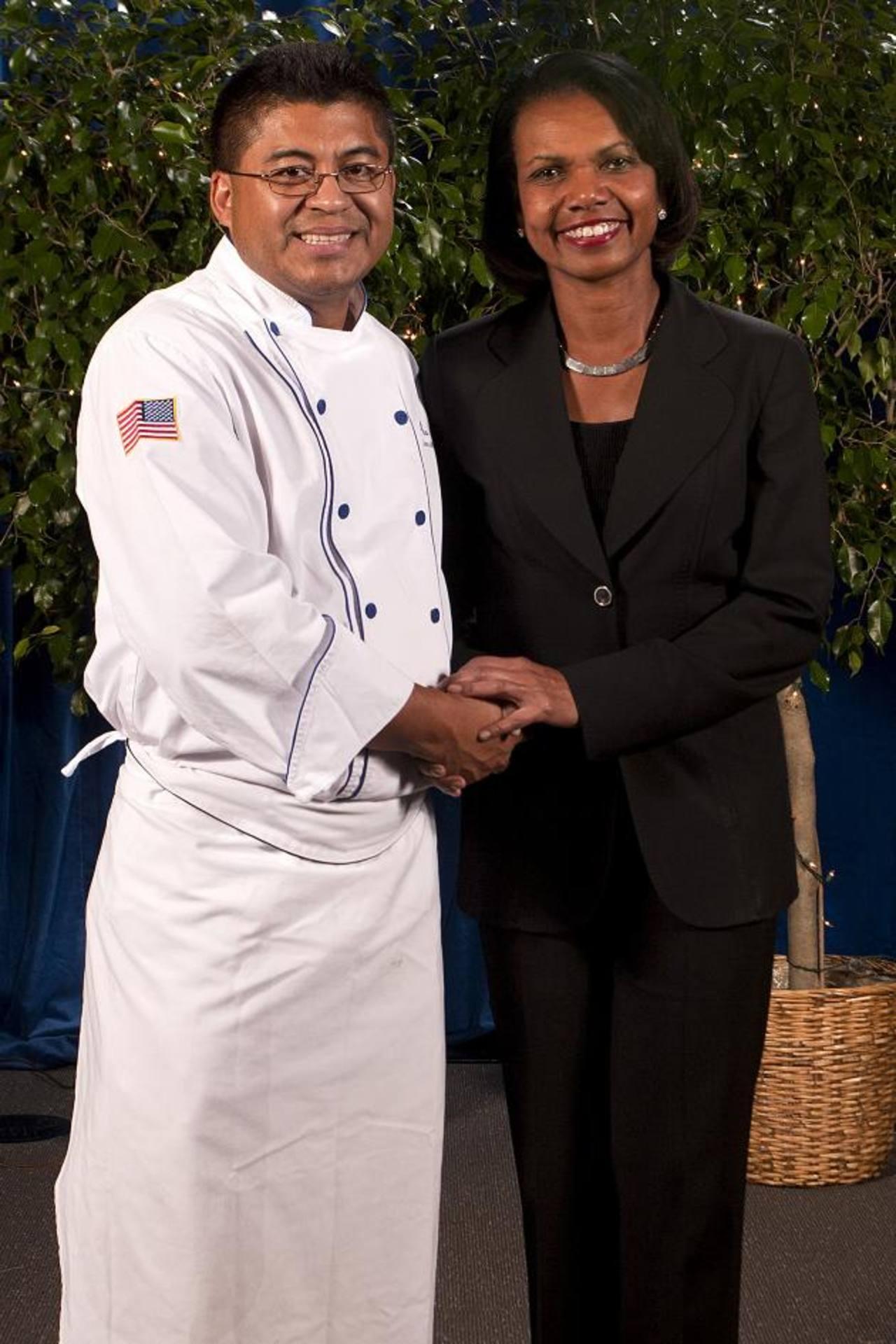 Alta cocina de chef salvadoreño Roberto Mendoza deleita celebridades en EE. UU.