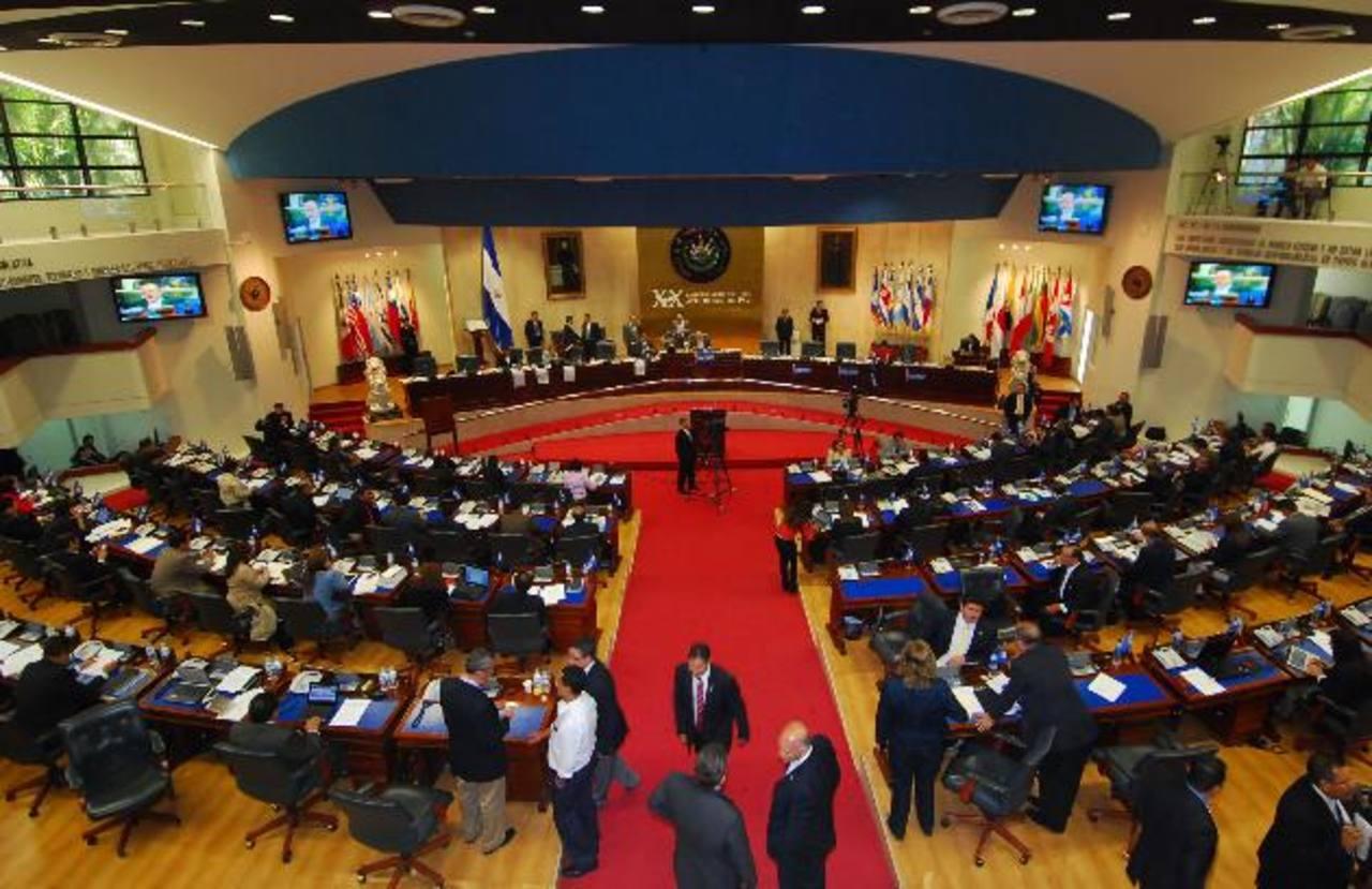 Jorge Velado dijo que el presidente de la Asamblea debería dar listado de asesores de la junta directiva. foto edh / archivo