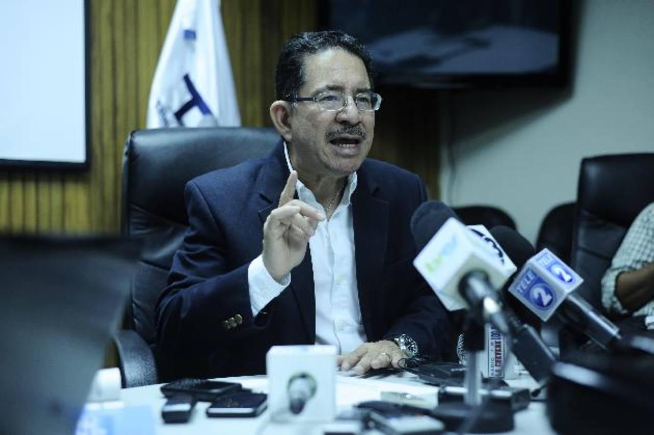 Eugenio Chicas, presidente del TSE, también recordó que el plazo para inscribir coaliciones venció ayer. Foto EDH / archivo