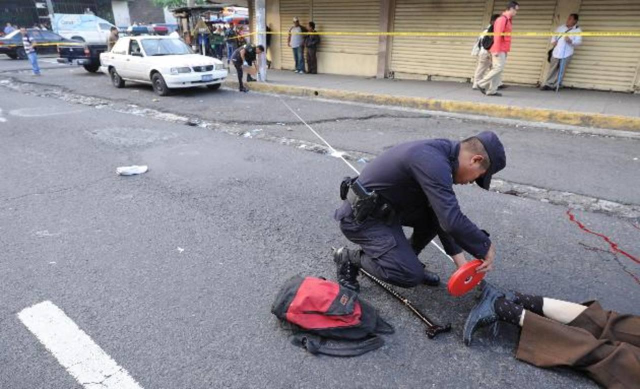Delfino Pérez, de 83 años, fue arrollado por el conductor de un autobús, quien al percatarse del hecho escapó. Foto EDH / Claudia Castillo