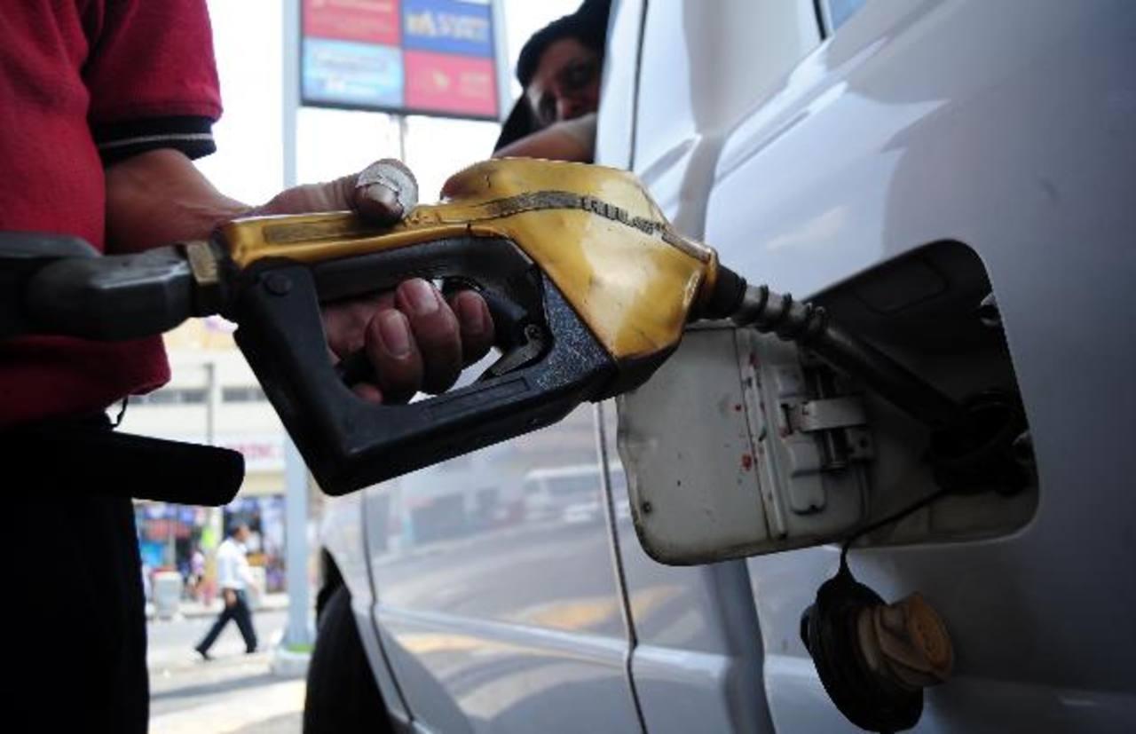 El aumento del crudo de Texas en el último mes incidió en las variaciones de los combustibles en el país. foto edh / archivo