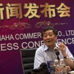 Zong Qinghou, presidente de la corporación de alimentos y bebidas Hangzhou Wahaha Group, se recuperaba tras ser atacado por un hombre, a quien le habría negado empleo, según medios. Foto/ AP
