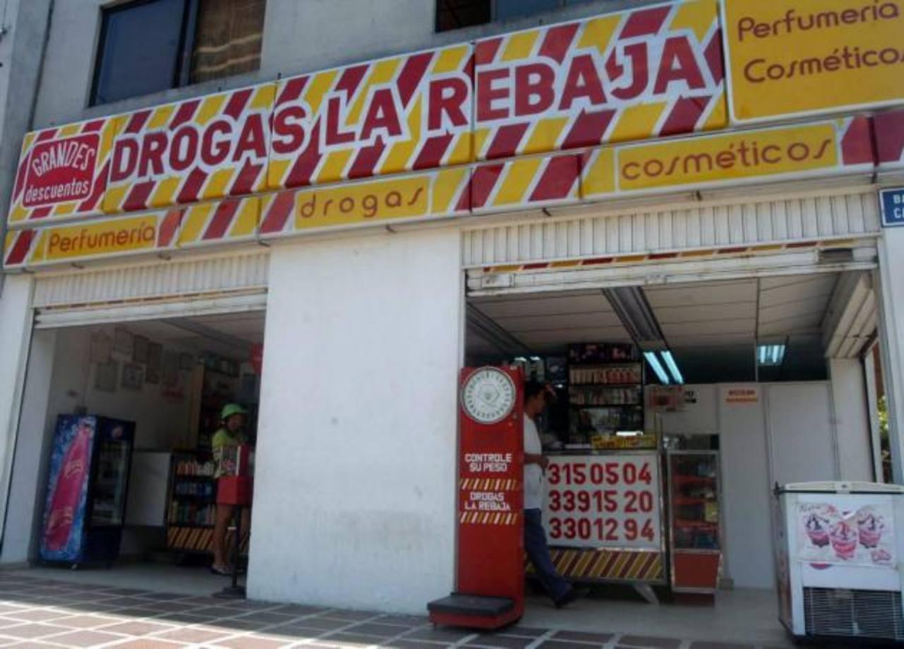 Fachada de una de las farmacias de Drogas La Rebaja que existen en Colombia.