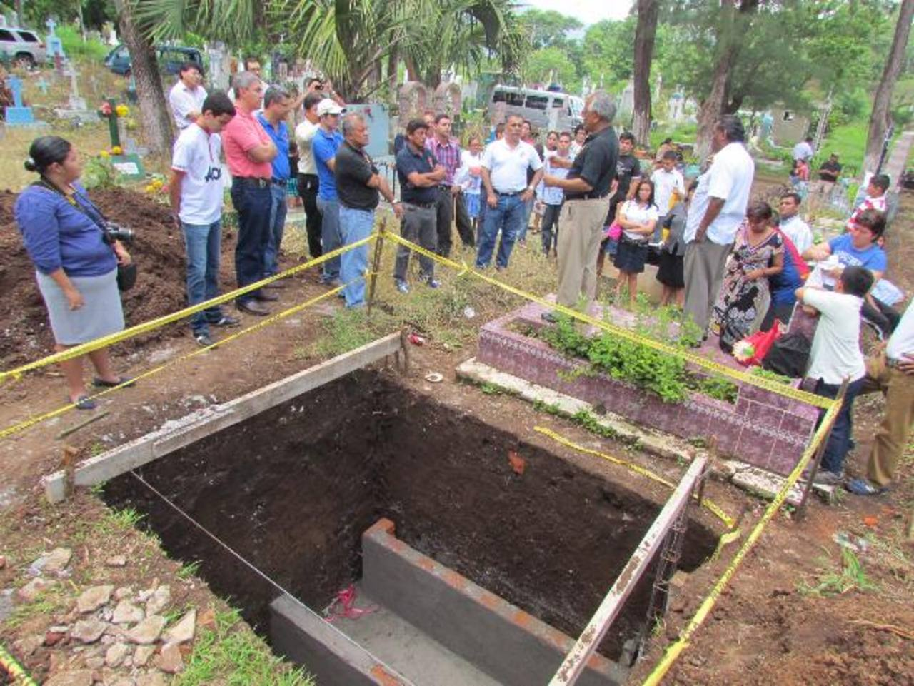La municipalidad también ha donado un terreno en el cementerio para la Iglesia Católica. Foto EDH / Mauricio Guevara