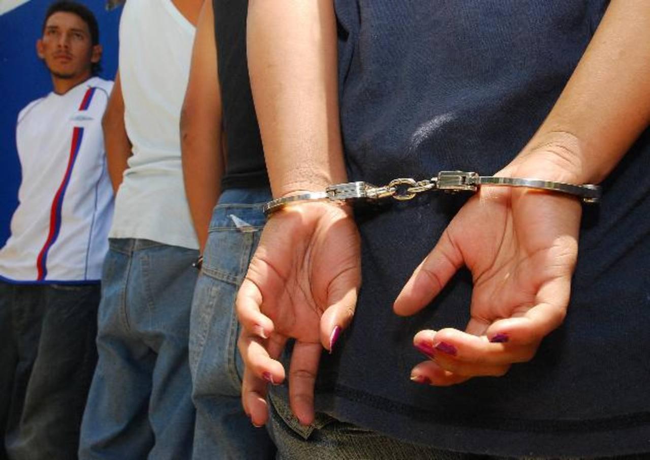 Durante un operativo policial en San Vicente, las autoridades hallaron más de 20 mil dólares escondidos. Foto EDH / Archivo