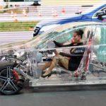 Fabrican auto transparente para demostrar sistema de seguridad