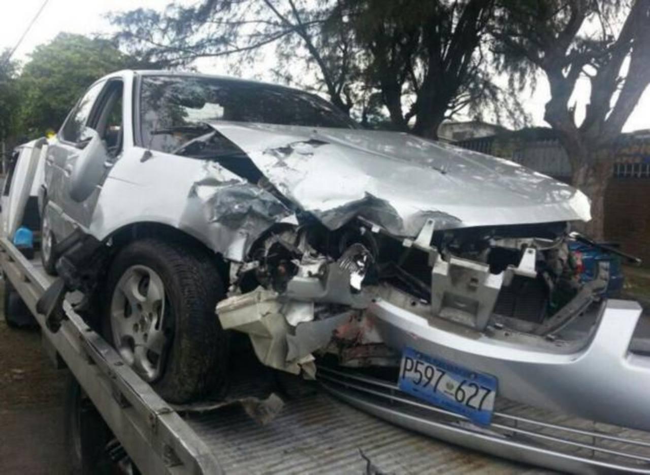 El accidente ocurrió sobre la 29a calle Poniente y 19a Avenida Norte, San Salvador. Foto Salomón Vásquez