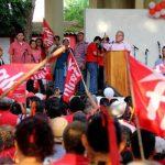El candidato farabundista disertó desde el parque central de San Vicente, por la tarde. foto edh / cortesía
