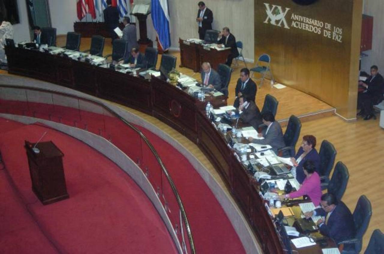 El proceso en el Instituto de Información Pública incluye a la junta directiva del Congreso. Foto EDH