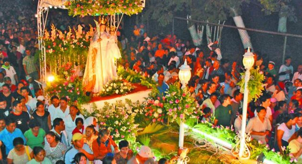 Las festividades migueleñas en honor a la Reina de la Paz empezarán el 2 de noviembre. Arrancan con el desfile del Correo a las 4:00 de la tarde. foto edh / archivo