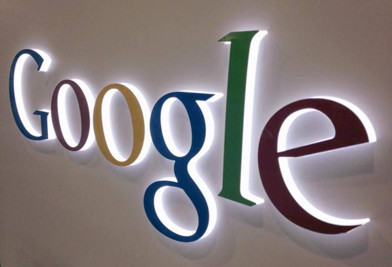 Las acciones de Google treparon un 13 por ciento a 1,007.40 dólares poco después de la apertura del Nasdaq, antes de retroceder unos pocos dólares.