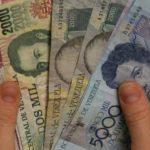 Para obtener dólares en Venezuela, las empresas deben llevar a cabo engorrosos trámites ante el administrador oficial de divisas, Cadivi.