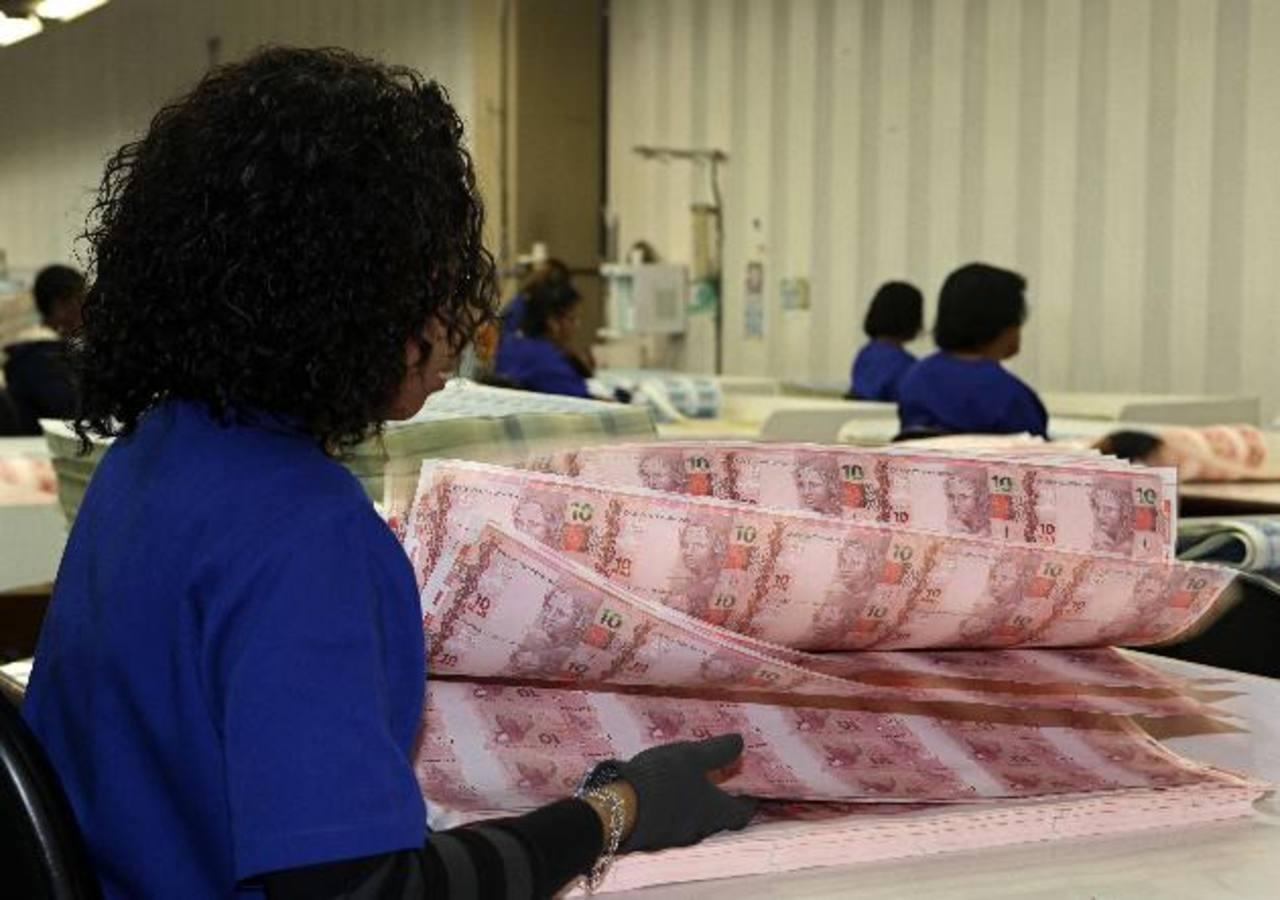 Las acciones del banco subían un 1.2 por ciento ayer a 28.34 reales.