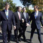 El CEO de Citigroup, Michael Corbat (Izq.); el de Bank of America, Brian Moynihan (segundo desde la Izq.); Jay Hooley (tercero desde la Izq.), presidente de State Street Corporation; Gerald Hassell, CEO de BNY Mellon (Der.) y otros líderes del sector