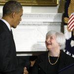 El Presidente Obama estrecha la mano de Janet Yellen a quien nominó como la nueva presidenta de la Reserva Federal, lo que despejó cierta incertidumbre en los mercados financieros.