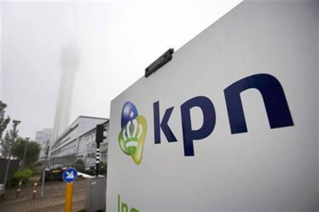 Las acciones de KPN subían un 2,78 por ciento a 2,295 euros, siendo el papel de mejor desempeño en el índice de telecomunicaciones de Europa. El precio se compara con los 2,4 euros por acción de la propuesta de América Móvil que rechazó el grupo hola