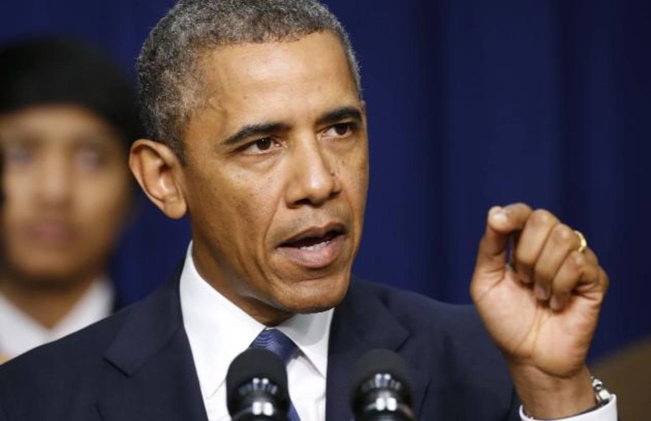 El Presidente Obama promulgó la ley de rescate a media noche y se considera que la misma ha sido una victoria para él al no negociar cambios en la ley de salud.