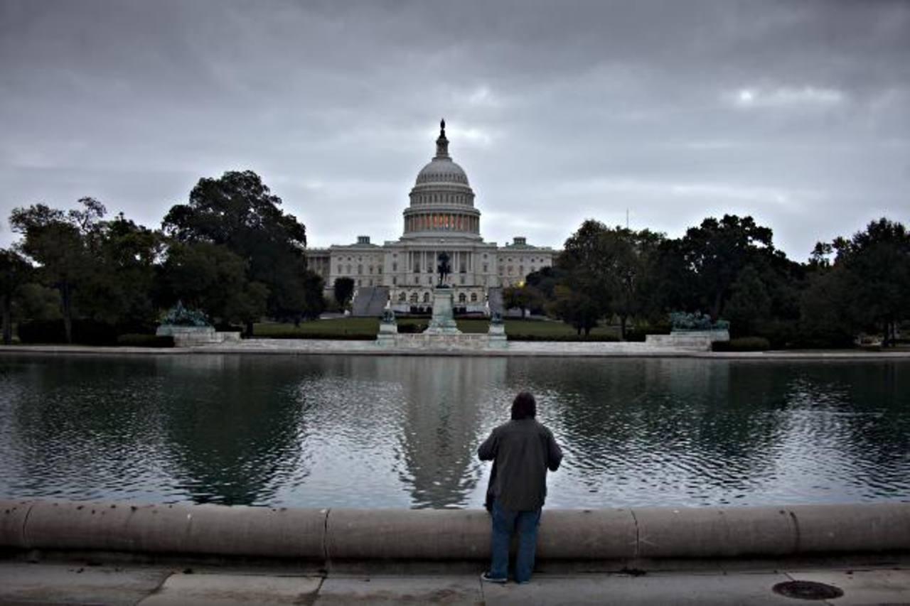 Los senadores estadounidenses seguían ayer negociaciones que buscan poner fin al impasse presupuestario. foto edh / ap