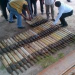 El armamento de guerra fue encontrado enterrado en una casa del kilómetro 51 de la carretera a Santa Ana. Foto cortesía FGR