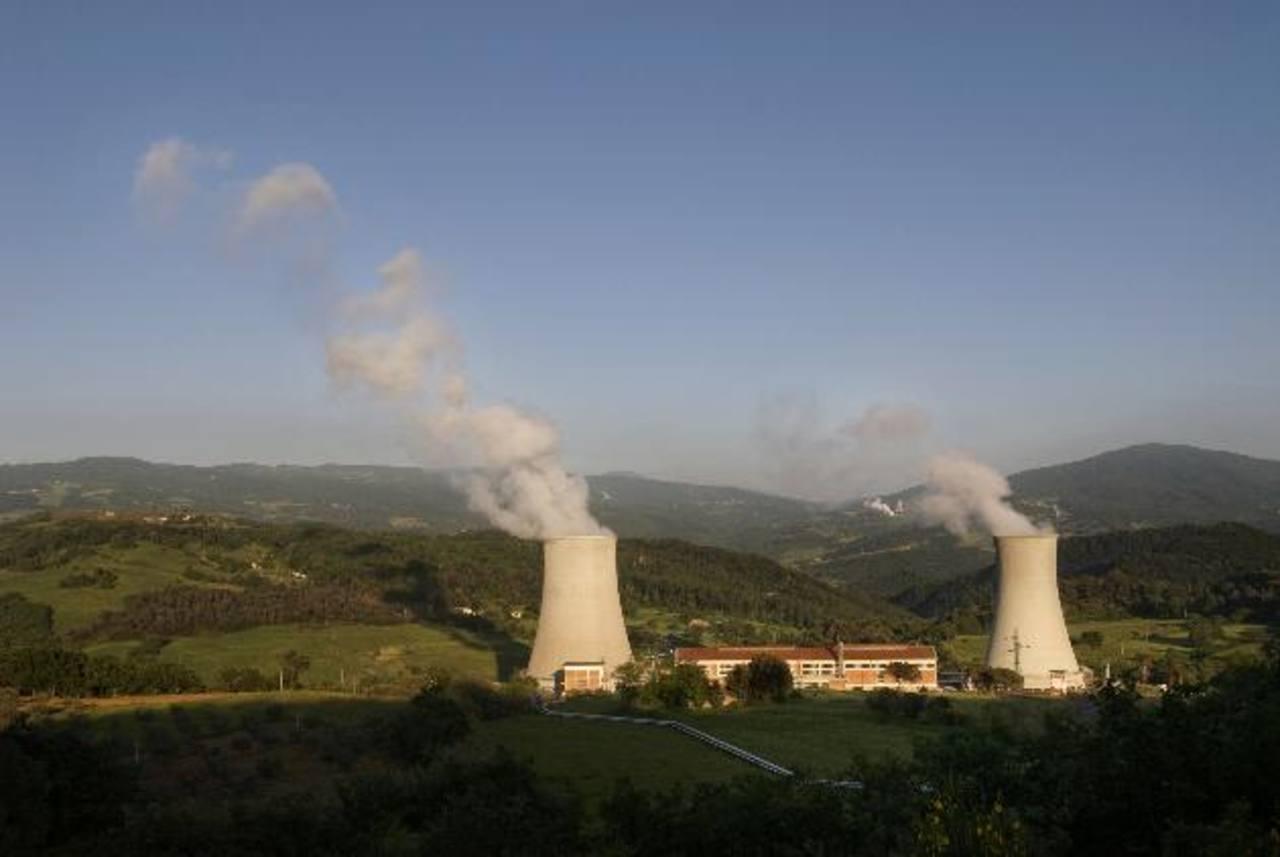 Esta es la primera central geotérmica situada en Larderello, Italia. La central cumple este año 100 años desde que se logró transformar el vapor en energía. foto EDH