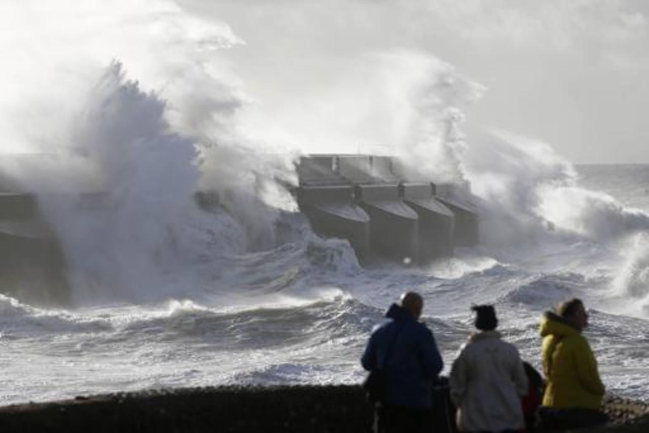 Se emitieron alertas de inundación en varias partes del sur de Inglaterra. FOTO EDH AP