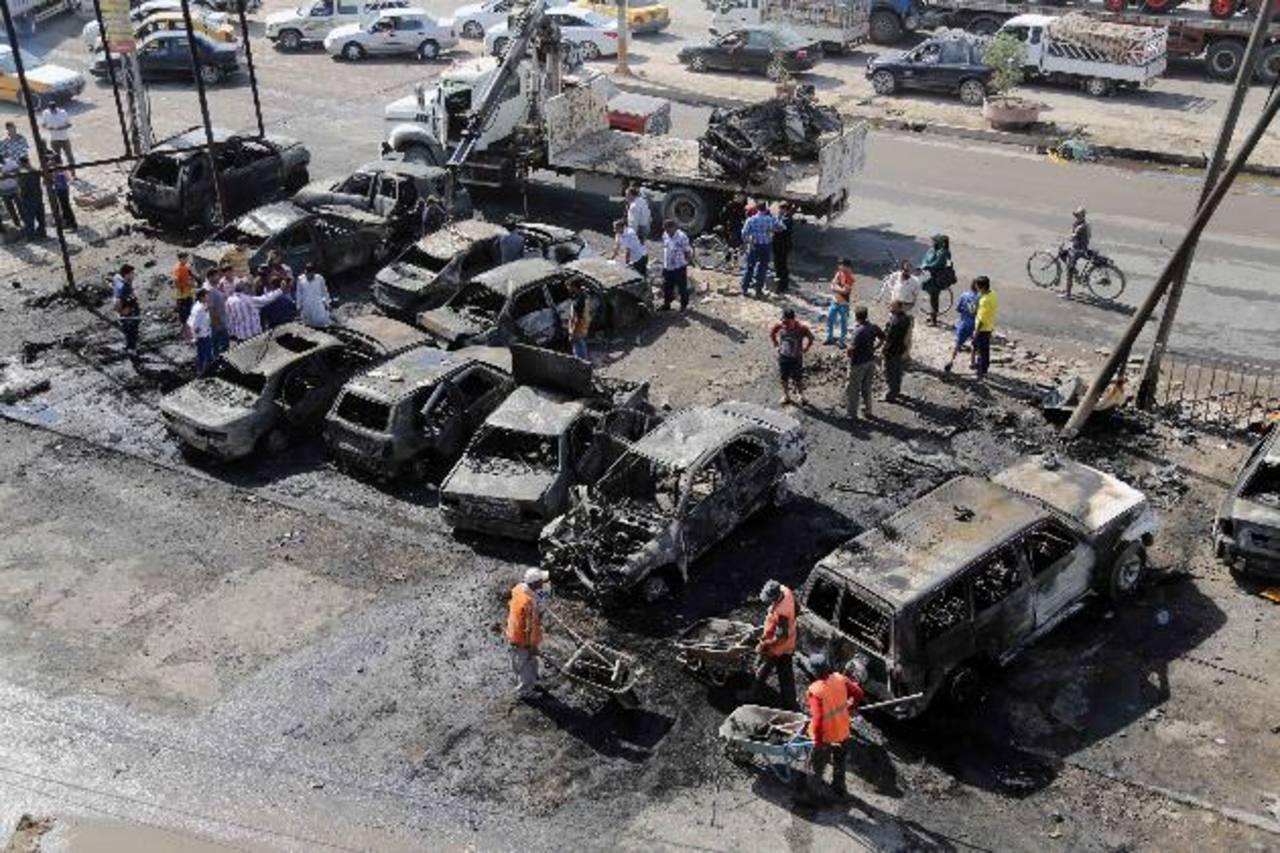 Dos coches bomba estallaron simultáneamente.