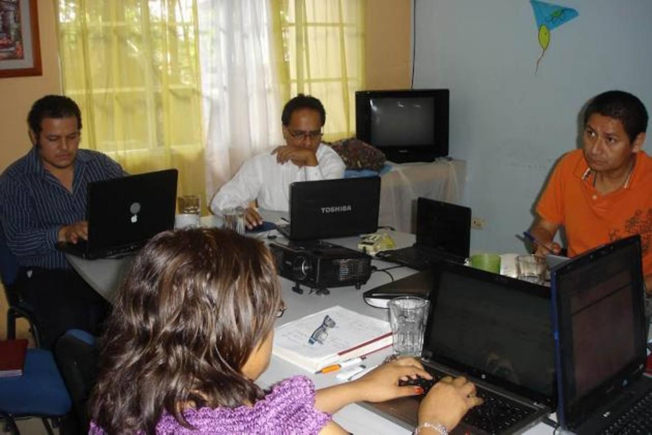 Las oficinas creadas para ayudarles a gestionar créditos con el Gobierno a las microempresas se quedaron cortas. Foto edh
