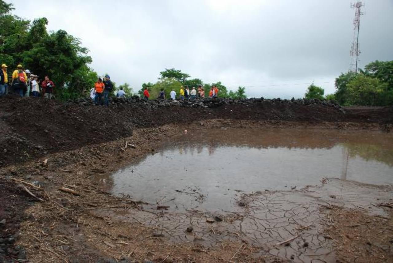 Experto japonés realizó una minuciosa inspección en el volcán Chaparrastique el pasado septiembre y concluyó que el problema es muy serio. Foto edh / Lucinda Quintanilla