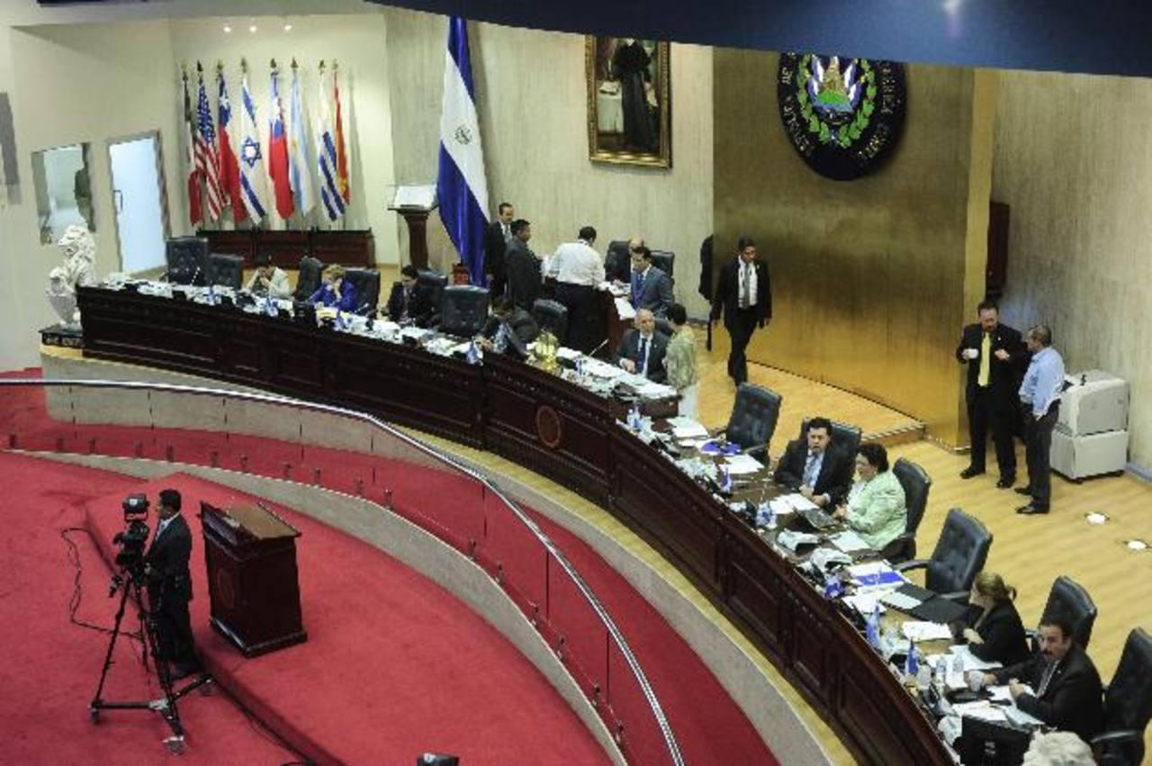 El IAIP dejó ayer en firme la multa a los 14 miembros de la junta directiva de la Asamblea Legislativa. foto edh /