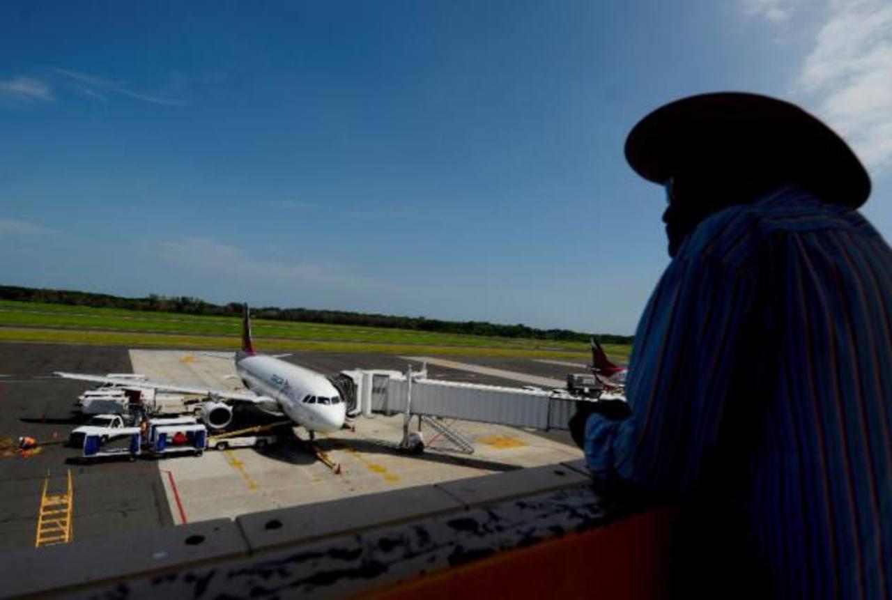 Regularán tarifas de aerolíneas
