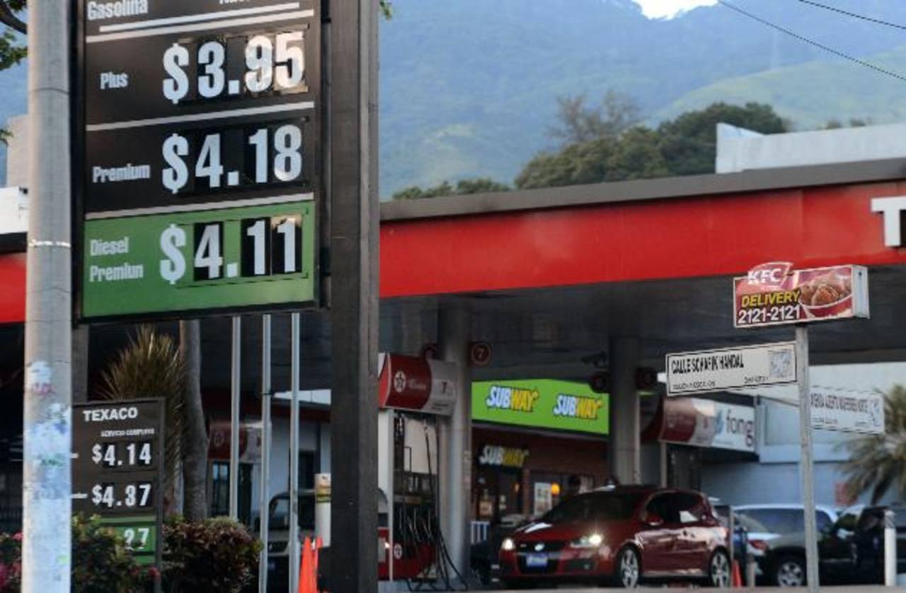 El Ministerio de Economía dicta los precios máximos que tendrá la gasolina. foto edh / marvin recinos
