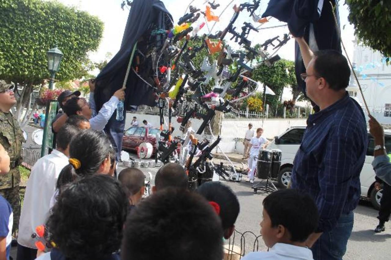 El pasaje La Concordia fue el escenario donde los niños intercambiaron los juguetes. foto edh / ROBERTO DÍAZ ZAMBRANO