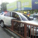 En junio un joven de 28 años, murió tras chocar su carro en el barandal del paso que comunica la Carretera Panamericana y Santa Elena. FOTO EDH Archivo.