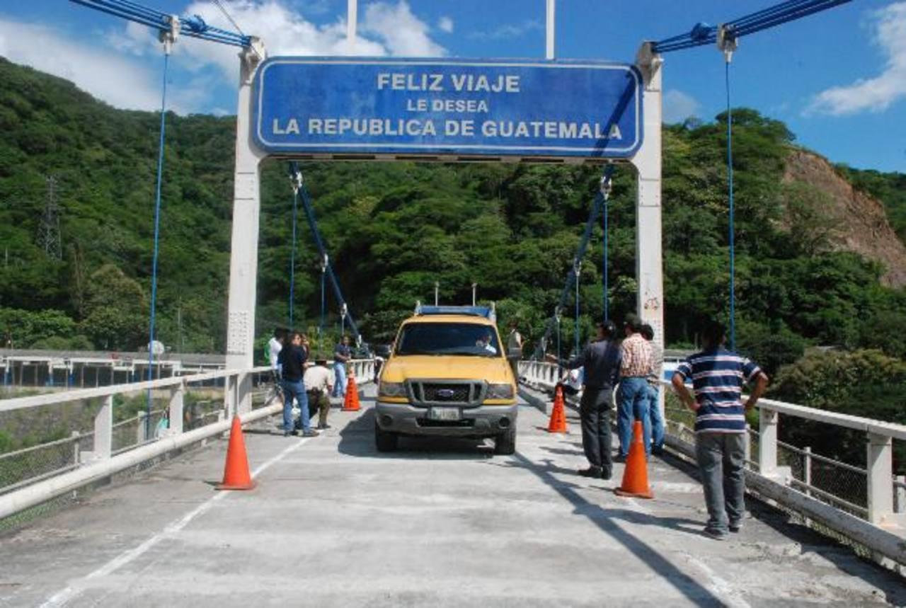 Sólo podrá circular un vehículo a la vez. Está restringido el peso del automotor y la altura. Foto EDH / Cristian Díaz