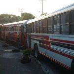 Un total de 42 unidades se mantienen guardadas en el punto de buses. Foto EDH/ Claudia Castillo