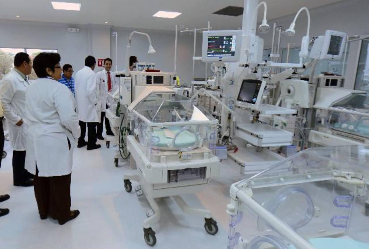 La UCIN tiene 18 ventiladores neonatales, un ventilador de alta frecuencia oscilatoria y 18 incubadoras de doble pared convertibles en cunas térmicas.
