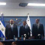 Fórmula presidencial de Unidad junto al presidente del TSE, Eugenio Chicas, en acto de inscripción. FOTO EDH Edmee Velásquez, vía Twitter.