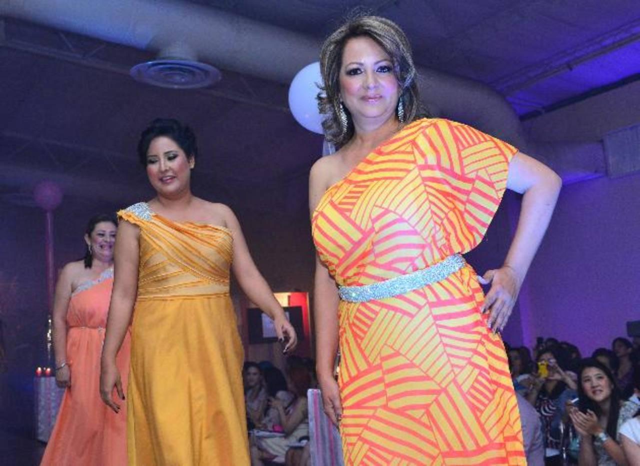 Colores intensos reflejaron la fuerza y la vida de la modelos en la Gala Arte, Moda y Cáncer. fotos EDH / César avilés