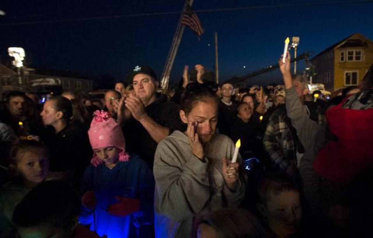 Residentes participaron con velas durante una ceremonia para recordar el paso del huracán Sandy en 2012. foto edh / EFE