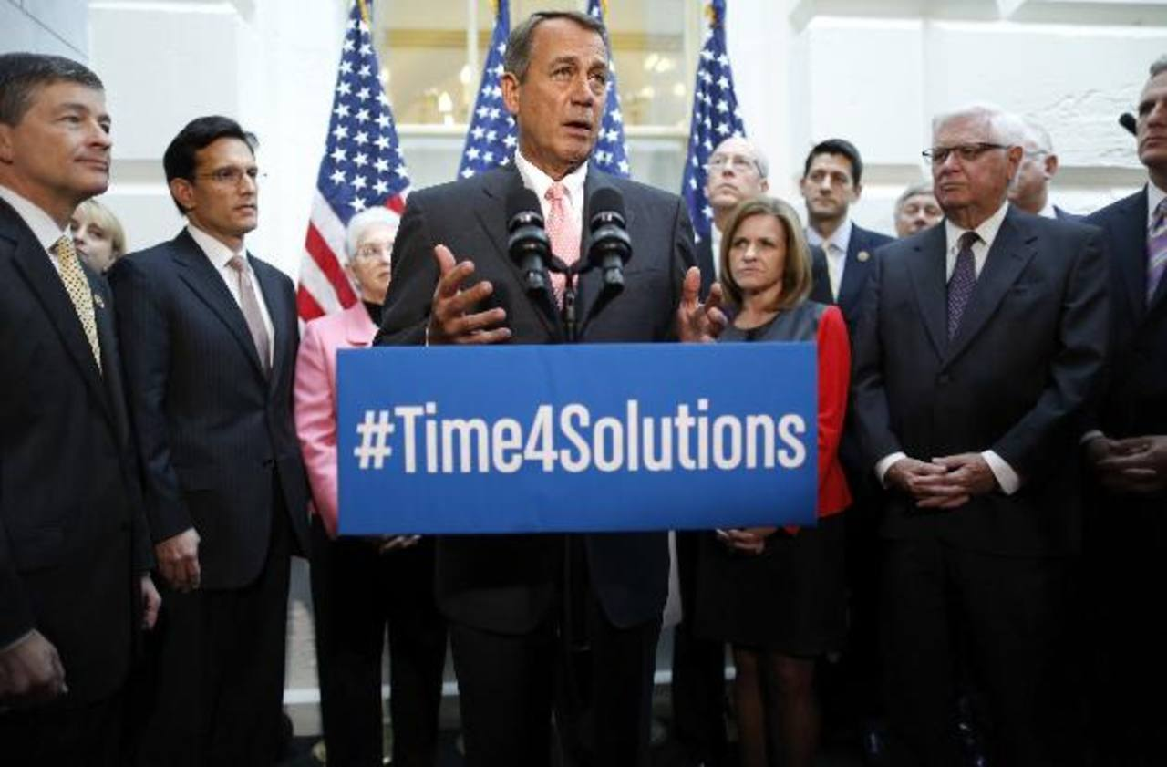 Boehener junto a otros republicanos, tras la presentación de la propuesta para elevar el techo de la deuda. foto edh /Reuters