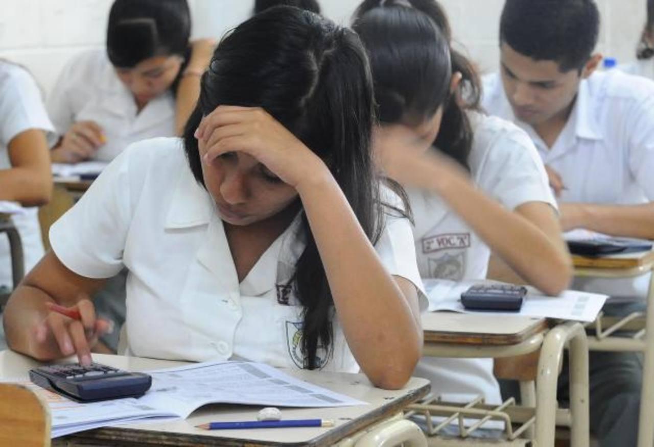 Educación habilitará 247 sedes de aplicación de la prueba, que por segundo año consecutivo incluirá a los de colegios bilingües y biculturales. foto EDH / archivo