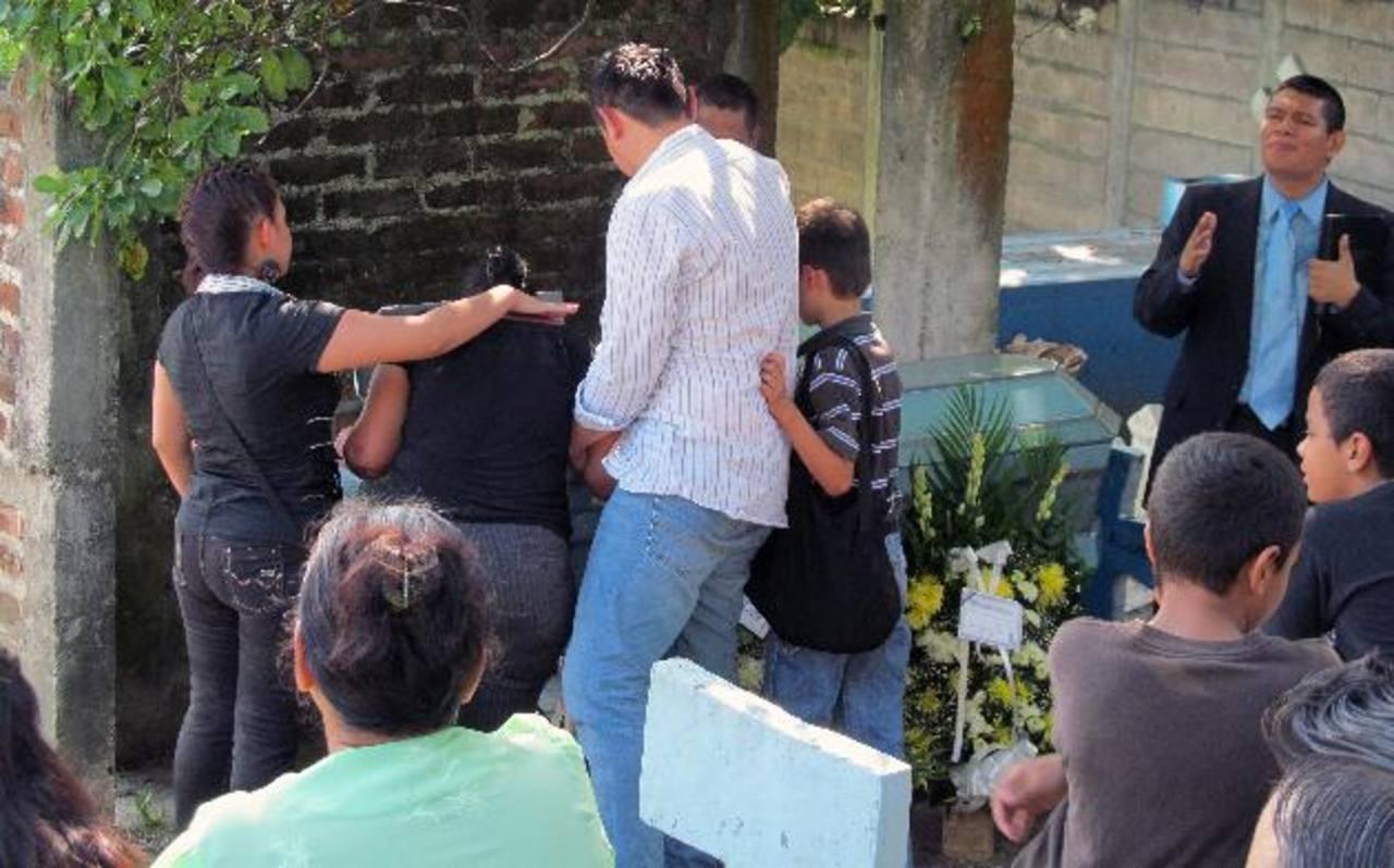 Julián Eduardo Alvarado Landaverde: asesinado el viernes en Las Margaritas (Soyapango) y enterrado ayer en Ciudad Delgado.