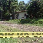Escena del homicidio cometido hoy en la colonia Campos Verdes, del cantón Lourdes, de Colón, La Libertad. FOTO EDH Ángela Castro.