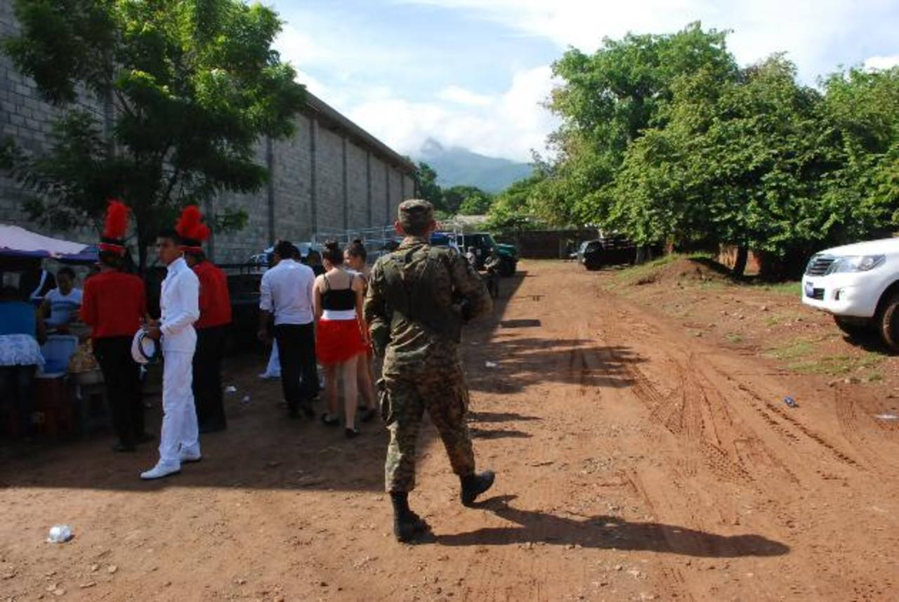 Vecinos aseguran que cuando ven soldados en los eventos, se sienten más confiados. Foto EDH/ insy Mendoza
