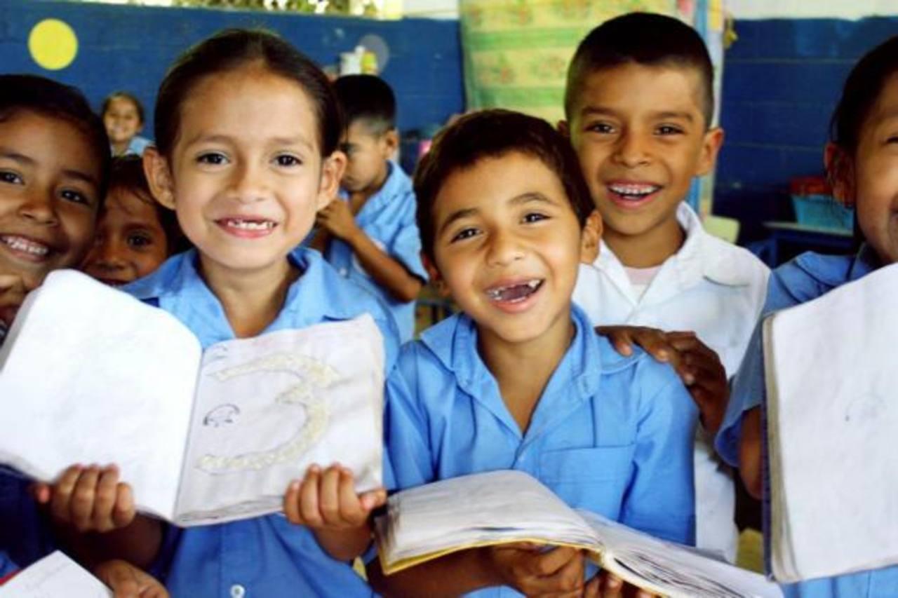 La ONG ha trabajado directamente en cuatro centros escolares en el país, beneficiando a niños de escasos recursos. foto edh / CORTESÍALos centros escolares que han apoyado eran de cartón y adobe.