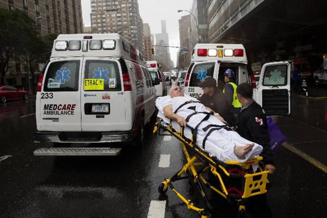 Los centros de salud se saturaron con la emergencia causada por la tormenta. Foto EDH/ Agencias
